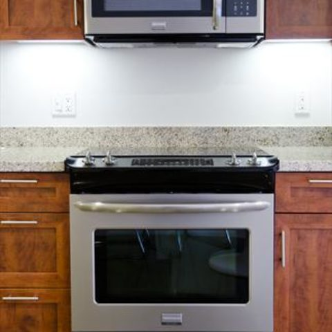 The Metropolitan Apartment Unit Kitchen Range/Stove & Oven